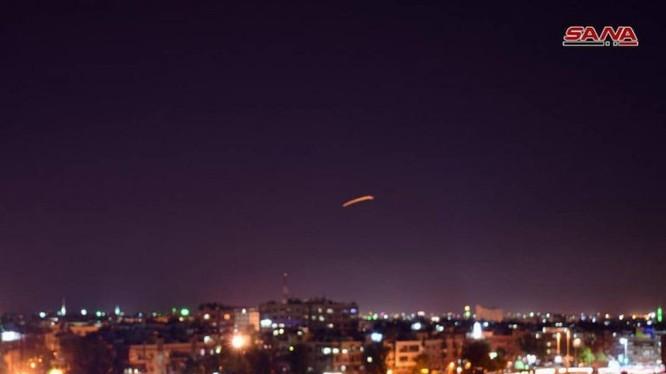 Lực lượng phòng không Syria đánh trả cuộc tập kích đường không của Israel. Ảnh minh họa Masdar News