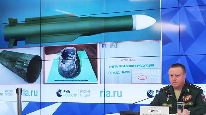 Bộ quốc phòng Nga họp báo bất thường, chứng minh tên lửa Buk đã được phòng không Ukraina phóng vào MH-17. Ảnh minh họa video RIA.Novosti