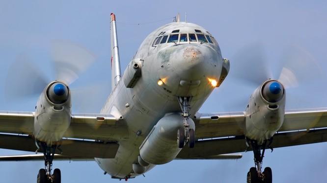 Máy bay trinh sát, giám sát chiến trường IL-20. Ảnh South Front