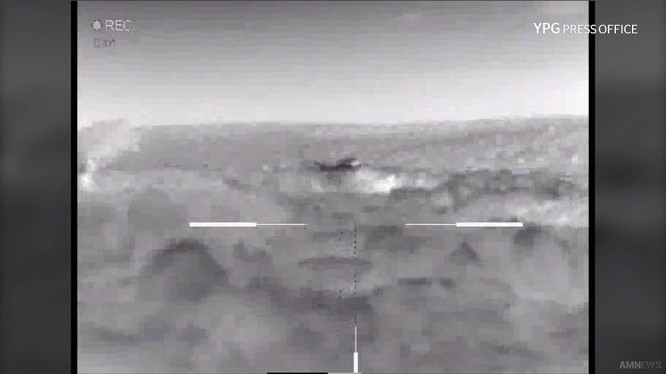 Các chiến binh YPG tập kích lực lượng Hồi giáo cực đoan FSA ở Afrin. Ảnh minh họa video Masdar News
