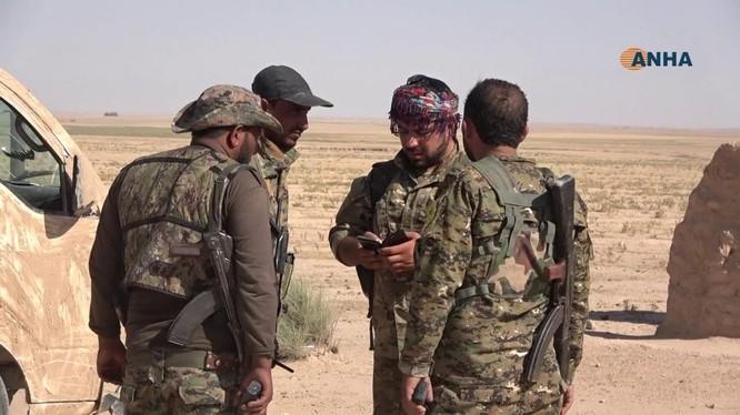 Lực lượng Dân chủ Syria được Mỹ hậu thuẫn trên chiến trường Deir Ezzor. Ảnh minh họa Masdar News.