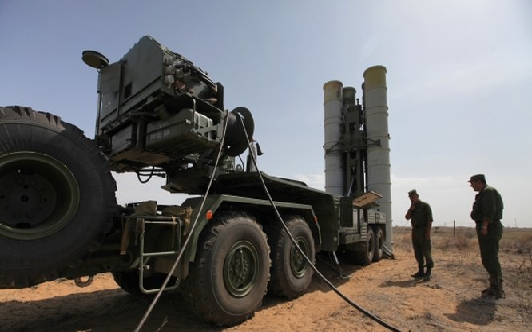 Lực lượng phòng không S-400 Nga triển khai tên lửa trên bán đảo Crimea . Ảnh minh họa RG