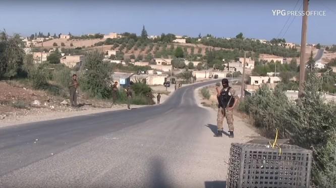Lực lượng dân quân người Kurd truy quét phần tử đối lập và thân IS ở Kobani. Ảnh minh họa Masdar News.