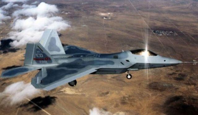 Máy bay F-22 Raptor Mỹ trên không phận Syria. Ảnh minh họa Defence. Blog