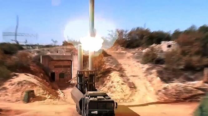 Hệ thống tên lửa Bastion khai hỏa tấn công mục tiêu mặt đất ở Syria. Ảnh minh họa RG
