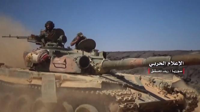 Quân đội Syria tiếp tục tiến công trong khu vực núi lửa Al-Safa, Sweida. Ảnh minh họa video Masdar News