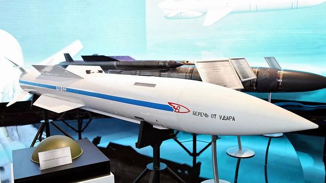 Tên lửa siêu âm R-37M tầm siêu xa, được trang bị cho Su-57. Ảnh minh họa Interfax