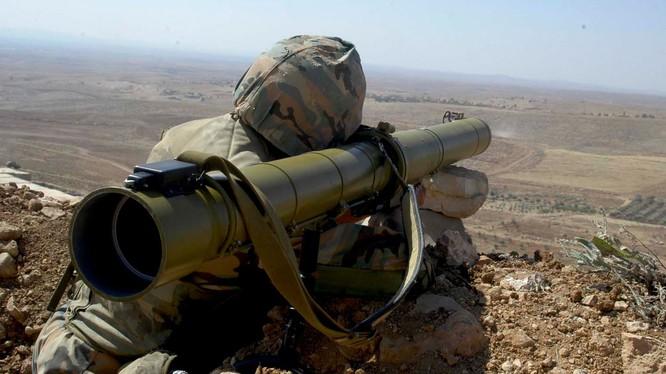 Binh sĩ Syria sử dụng tên lửa chống tăng có điều khiển ATGM. Ảnh minh họa South Front