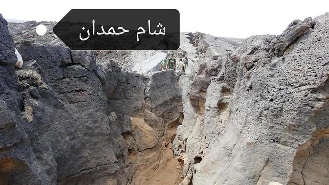Một hẻm núi khu vực hoang mạc Al-Safa, nơi quân đội Syria vừa giải phóng