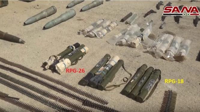 Vũ khí chiến lợi phẩm của quân đội Syria, thu giữ được ở Hama, Sweida và DeirEzzor. Ảnh minh họa video SANA