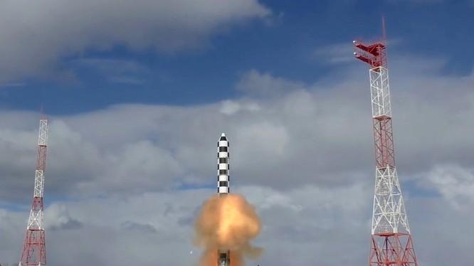 Nga phóng thử nghiệm tên lửa liên lục địa Sarmat. Ảnh video Bộ quốc phòng Nga