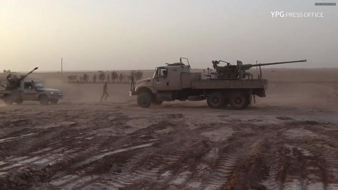 Lực lượng SDF tiến công trên chiến trường Deir Ezzor. Ảnh minh họa video South Front