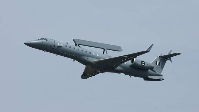 Máy bay cảnh báo sớm, giám sát và điều hành tác chiến Embraer EMB-145H AEW & C của Không quân Hy Lạp. Ảnh Rusian Gazeta