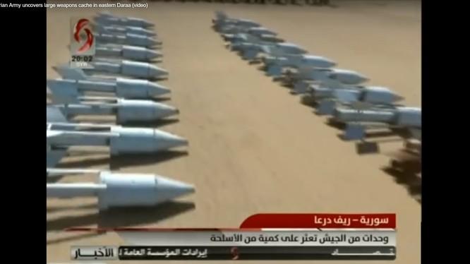 Vũ khí thu giữ được của lực lượng Hồi giáo cực đoan ở tỉnh Daraa. Ảnh minh họa video