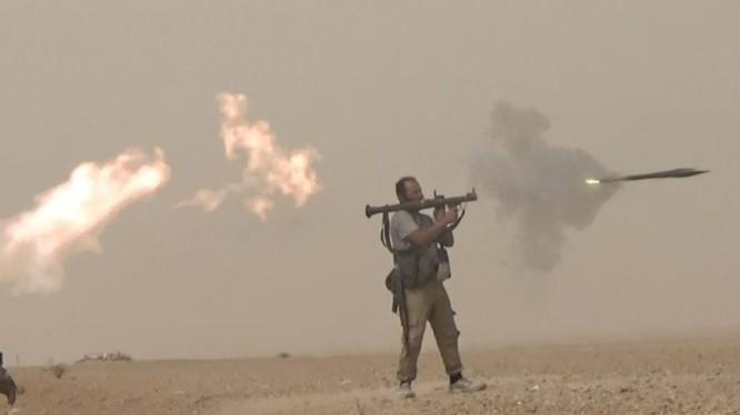 Binh sĩ quân đội Syria chiến đấu trên chiến trường sa mạc Deir Ezzor. Ảnh minh họa Masdar News