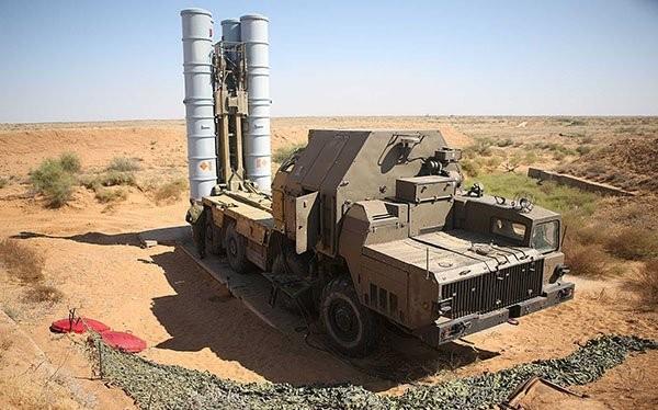 Hệ thống tên lửa S-300 trên chiến trường Syria. Ảnh minh họa Rusian Gazeta