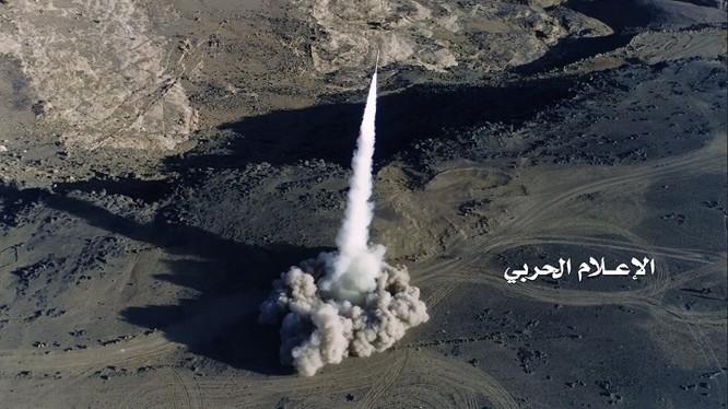 Lực lượng Houthi phóng tên lửa tấn công liên minh quân sự do Ả rập Xê út dẫn đầu. Ảnh minh họa South Front