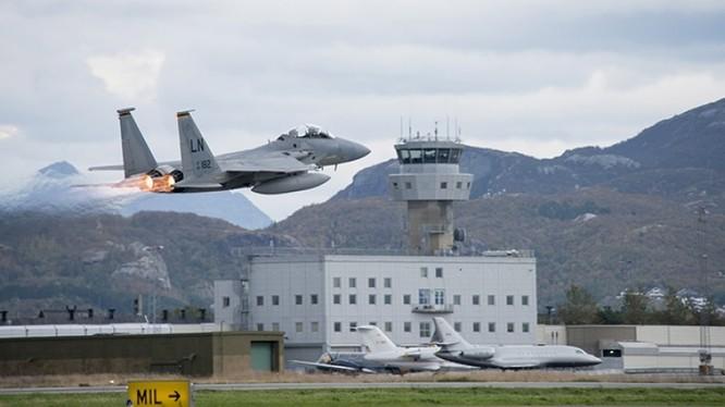 Lực lượng không quân NATO ở Na Uy bắt đầu xuất kích tham gia diến tập. Ảnh: truyền thông cuộc diễn tập Trident Juncture.
