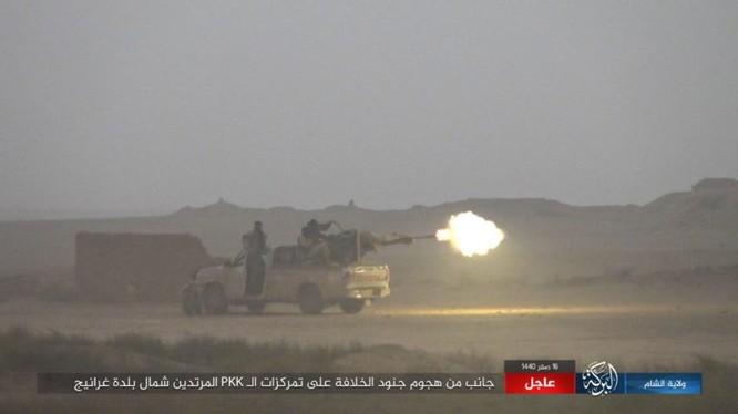 Khủng bố IS tấn công lực lượng SDF ở Deir Ezzor. Ảnh: Amaq.