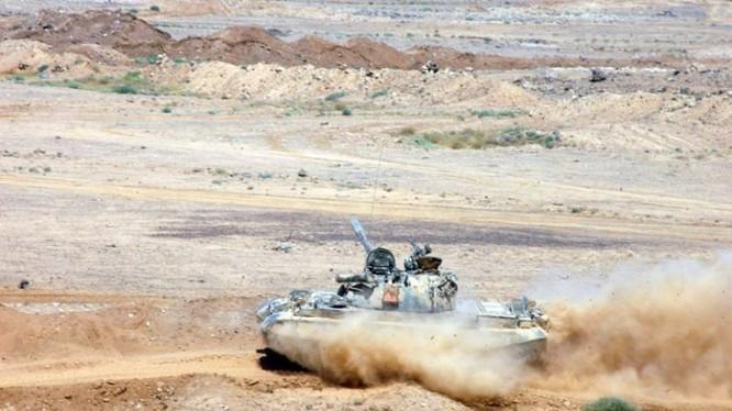 Xe tăng quân đội Syria tiến công trên chiến trường Al-Safa, tỉnh Sweida. Ảnh minh họa: South Front.