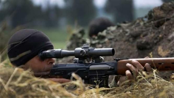 Chiến binh dân quân bắn tỉa ở Donbass. Ảnh minh họa: Rusvesna.