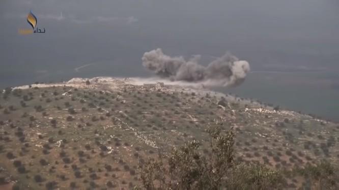 Lực lượng Hồi giáo cực đoan pháo kích vào chiến tuyến quân đội Syria ở Idlib. Ảnh minh họa: South Front.