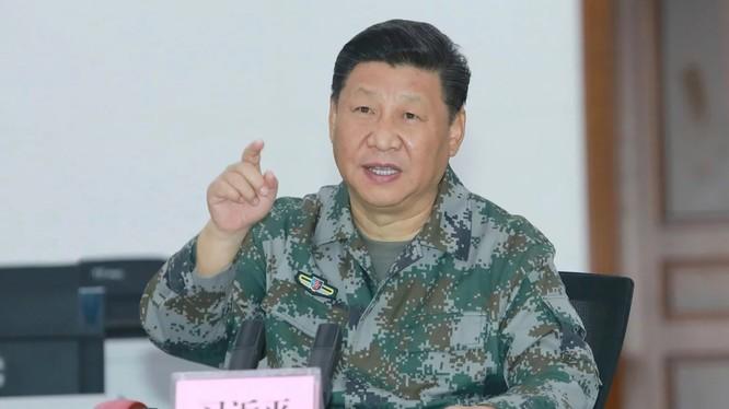 Chủ tịch Trung Quốc Tập Cận Bình trong cuộc nói chuyện với các sĩ quan quân sự có trách nhiệm về Biển Đông. Ảnh: SCMP.