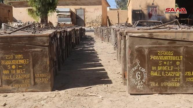 Kho đạn của IS, có nguồn gốc từ Mỹ ở Deir Ezzor. Ảnh minh họa: SANA.