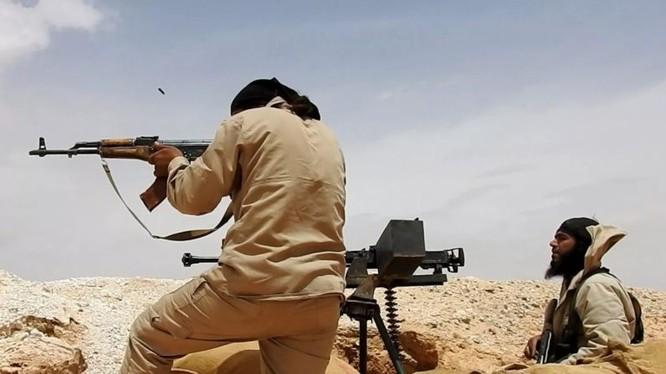 Các tay súng khủng bố IS tấn công ở Al-Safa. Ảnh minh họa: South Front.