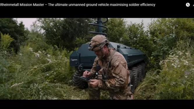 Xe robot không người lái UGV Rheinmetall Mission Master đi cùng phân đội bộ binh. Ảnh: Militaryleak.