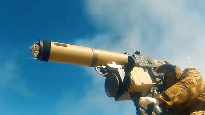 Tổ hợp tên lửa chống tăng tương tự như Kornet ATGM của Nga trong video quảng cáo Norinco Trung Quốc.