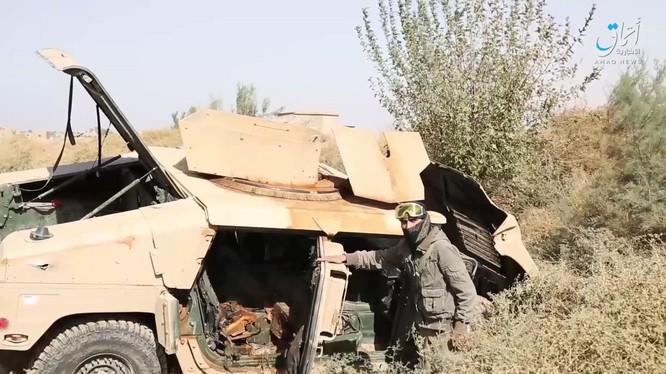 Lực lượng khủng bố chiếm xe thiết giáp của người Kurd. Ảnh: South Front.