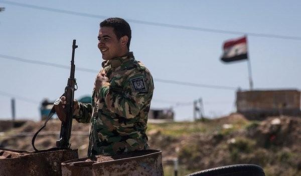 Binh sĩ quân đội Syria trên chiến trường Al-Sukhnah, Homs. Ảnh minh họa: Masdar News.