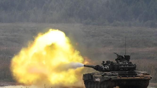 Xe tăng T-90 khai hỏa tấn công. Ảnh minh họa: Russian Gazeta.