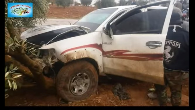 Xe của các chiến binh liên minh FSA và quân dội Thổ Nhĩ Kỳ bị trúng mìn.