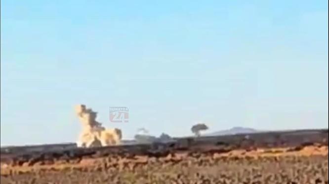 Tên lửa mặt đất Golan-1000 của sư đoàn cơ giới số 4 đánh phá chiến tuyến IS ở Al-Safa. Ảnh: Blog Suweida 24.