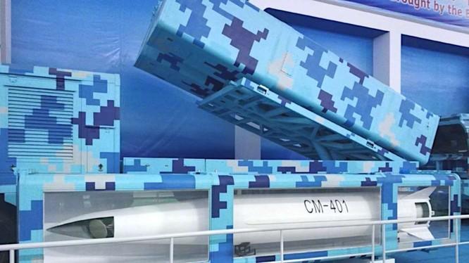 Trung Quốc trưng bày nhiều vũ khí hiện đại trong triển lãm Chu Hải.