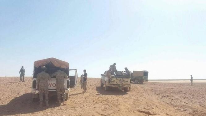 Quân đội Syria chiến đấu tiến công trên chiến trường al-Safa. Ảnh minh họa: Masdar News.