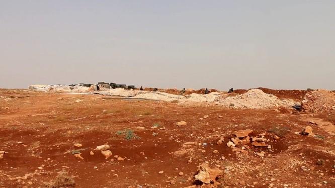 Chiến tuyến vùng phi quân sự Idlib - Hama, nơi liên tục xảy ra các vụ đọ súng. Ảnh minh họa: Masdar News.