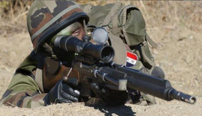 Binh sĩ lực lượng bắn tỉa quân đội Syria trên chiến trường Hama - Idlib. Ảnh: Muraselon.