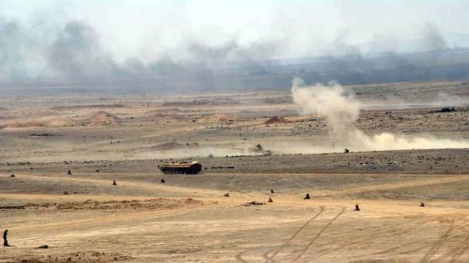 Xe thiết giáp quân đội Syria tiến công trên chiến trường al-Safa. Ảnh minh họa: South Front.