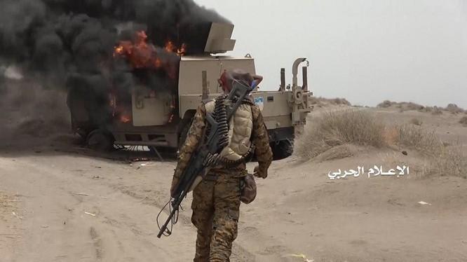 Chiên binh Houthi hủy diệt xe chiến đấu của Ả rập Xê-út. Ảnh minh họa: Masdar News.