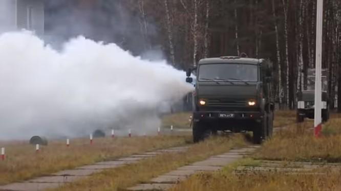 Xe tiêu tẩy sử dụng động cơ phản lực TMS-65 của bộ đội phòng hóa. Ảnh minh họa video