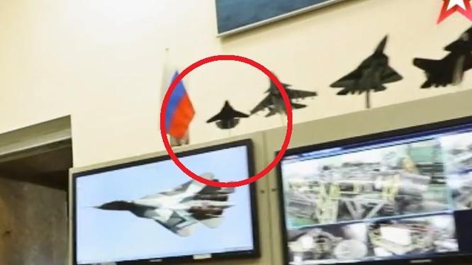 Máy bay siêu bí mật thế hệ 6 của Nga, mô hình trong hãng Sukhoi. Ảnh minh họa Defence.Blog