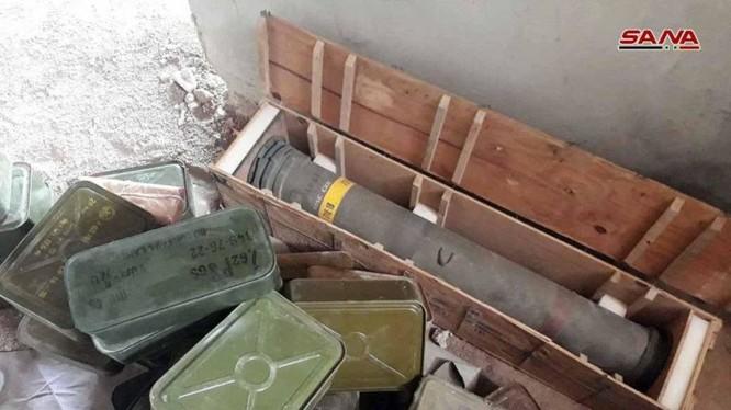 Kho vũ khí mới được quân đội Syria phát hiện trên vùng ngoại ô Damascus. Ảnh: SANA.