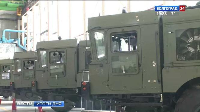 Những xe phóng Iskander đang chuẩn bị xuất xưởng. Ảnh video Volgograd 24