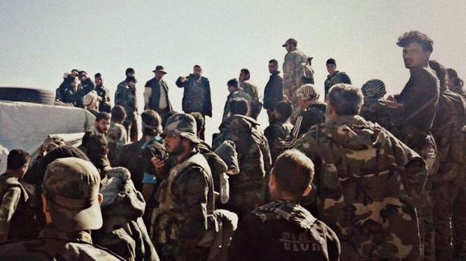 Binh sĩ dân quân người Kurd thuộc lực lượng SDF tăng cường trên chiến trường phía đông sông Euphrares, tỉnh Deir Ezzor. Ảnh minh họa: Masdar News.