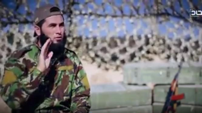 Một tay súng khủng bố HTS trên chiến trường Idlib, chống phá thỏa thuận khu phi quân sự Sochi.