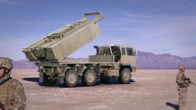 Tên lửa đạn đạo DeepStrike do tập đoàn Raytheon phát triển trên xe phóng M142 HIMARS