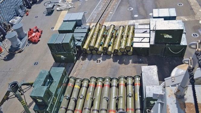 Những tổ hợp tên lửa chống tăng có điều khiển Toophan Iran theo mẫu BGM-71 TOW của Mỹ.